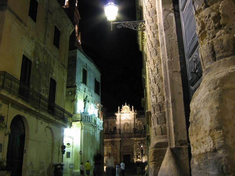 Lecce scorcio dell'ingresso di piazza Duomo