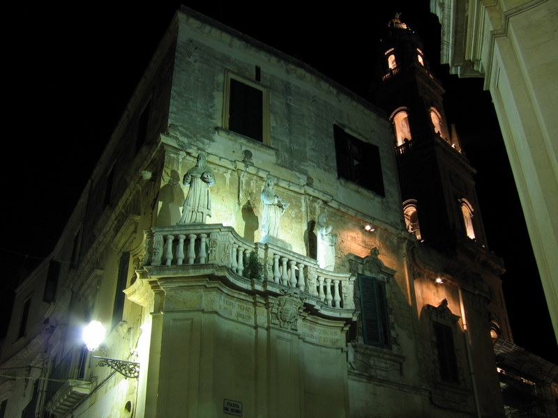 Lecce suggestiva visuale del campanile