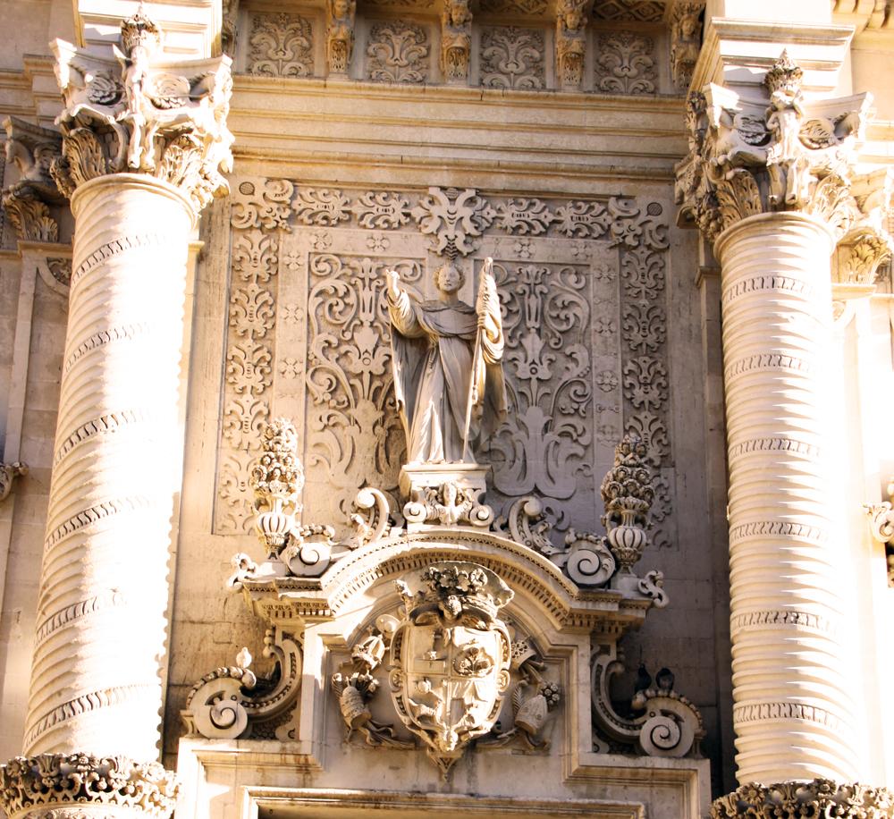 Portale della Basilica del Rosario