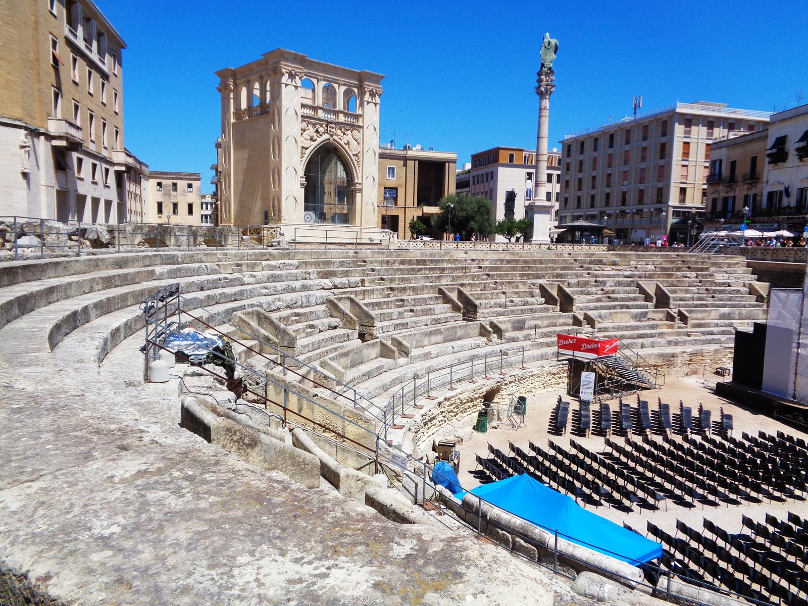 Video: Una passeggiata intorno alla Piazza Sant'Oronzo di Lecce
