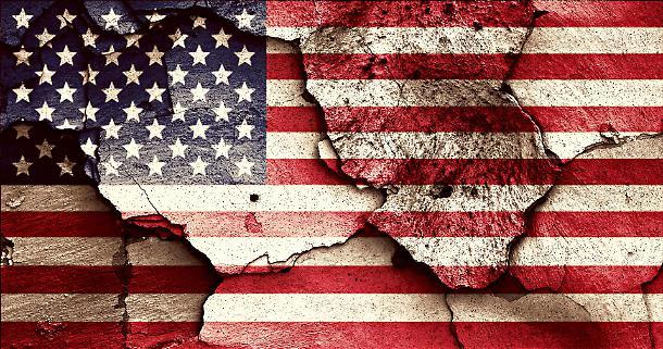 La montagna del debito pubblico USA supera la vetta dei 22.000 miliardi di dollari.