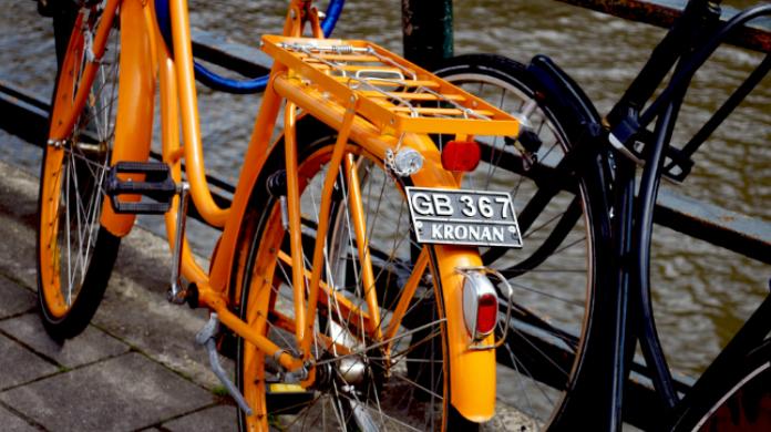 Biciclette:, è all'esame del parlamento l'obbligo del casco, della targa, dell'assicurazione e del divieto di circolazione contromano