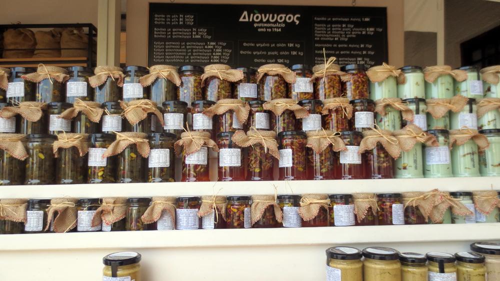 Aegina esposizione dei prodotti realizzati con i pistacchi isolani
