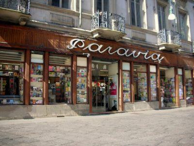 Chiude la storica libreria Paravia di Torino, la seconda più antica d'Italia.  Colpa di Internet?