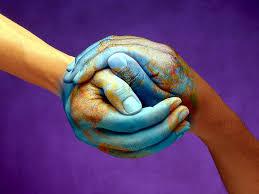 solidarietà due mani sgtringono
